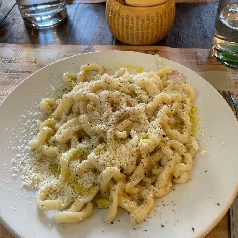 Lunch, in Ronciglione, of a perfect cacio e pepe.