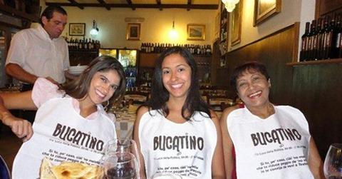 I'd really like to know what @rachelaliceroddy thinks of the great bucatini shortage and, even more, the great bucatini infatuation, which has been all over the internets and which I mentioned in the latest issue of Eat This Newsletter (link in bio).